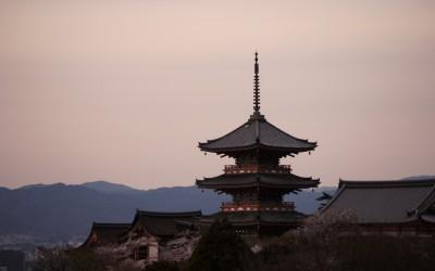 観光都市、京都の裏と表! 観光客のマナー悪化