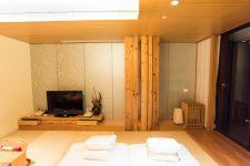 目指せ!観光黒字へ。大阪で宿泊税導入?