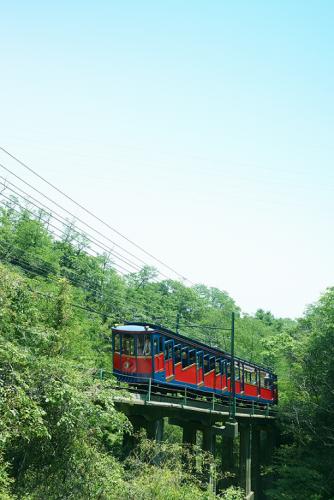 六甲ケーブル 山頂を目指す途中も緑が溢れ趣がある